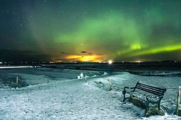 Bankje met het groene Noorderlicht.