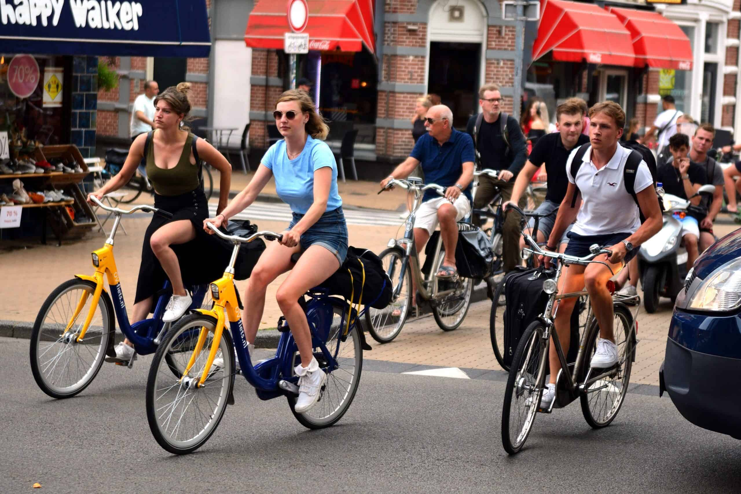 Mesen op de fiets - Straatfotografie
