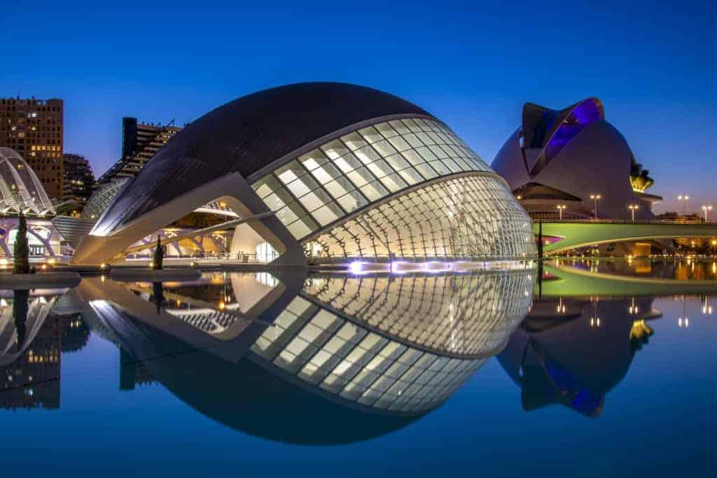 Foto stedentrip Valencia Stad van de Kunst en Wetenschappen bij avond