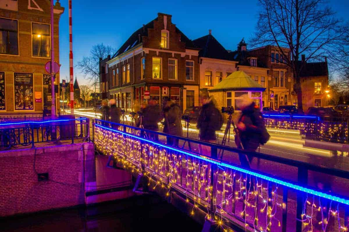 Fotografiecursus workshop Avondfotografie deelnemers op Visserbrug Groningen