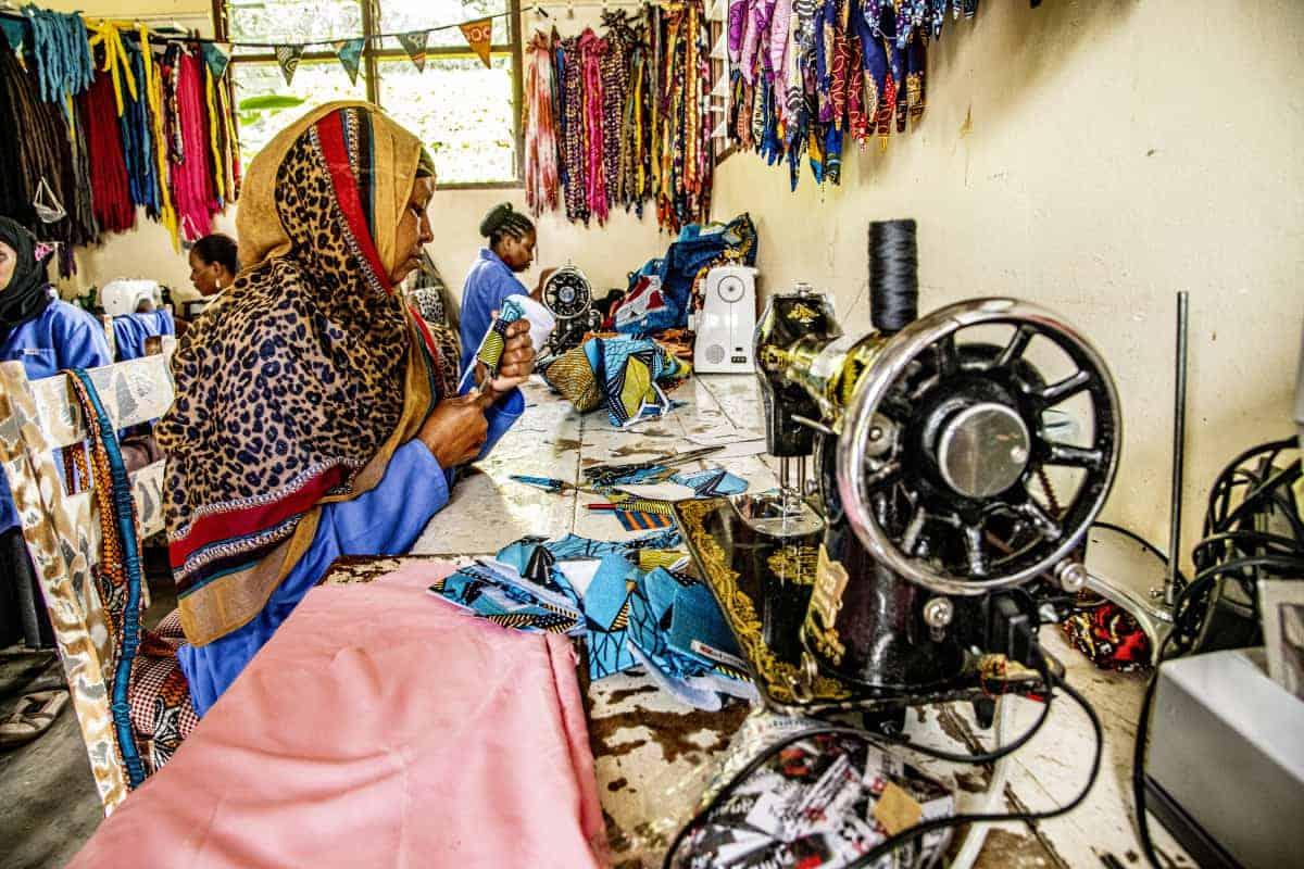 Fotoreis Afrika Vrouwen in naaiatelier Tanzania