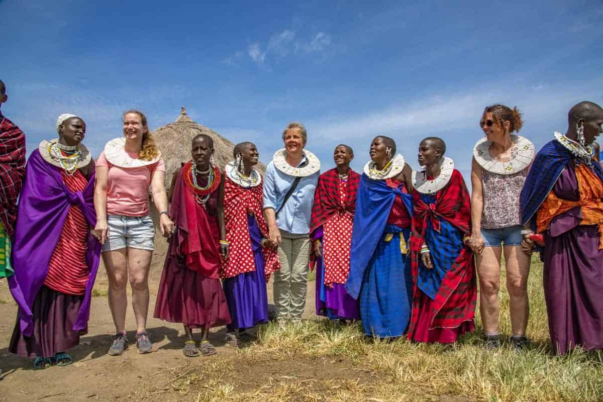 Dansen samen met de Masai tijdens de fotografiereis naar Tanzania