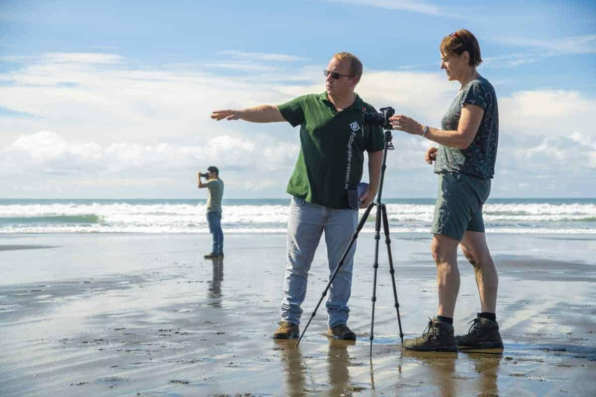 Uitleg op het strand van Matapalo Costa Rica