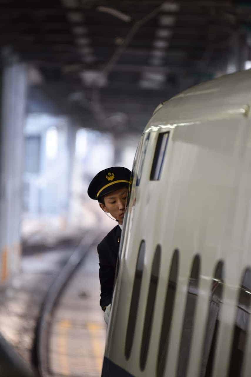 Treinmachinist van de bullet train in Japan