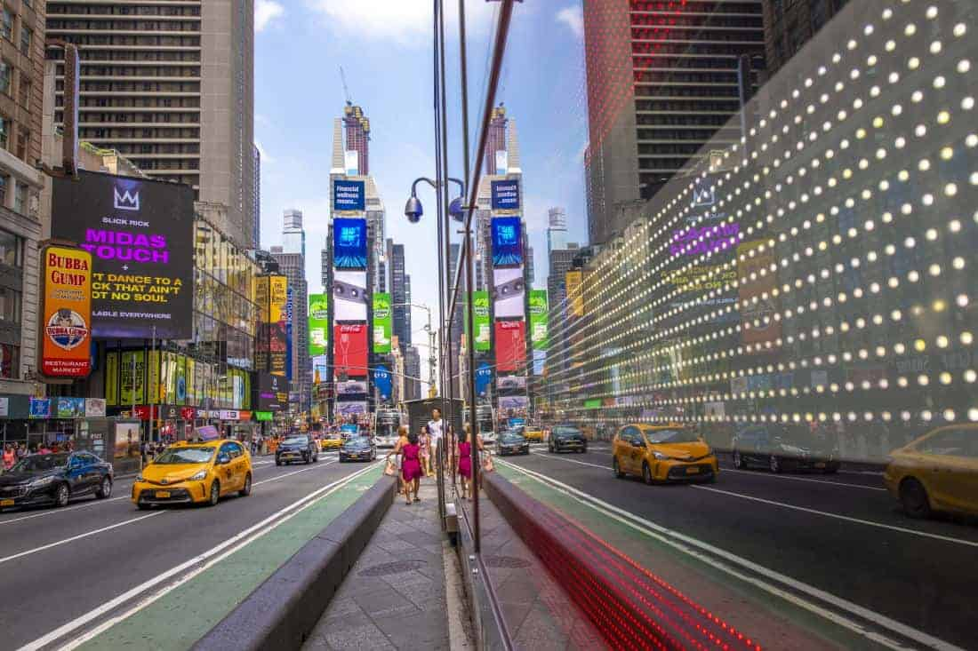 Fotoreis New York spiegeling op Times Square