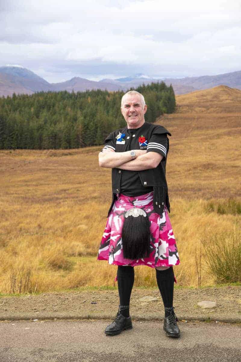 Man met Schotse kilt