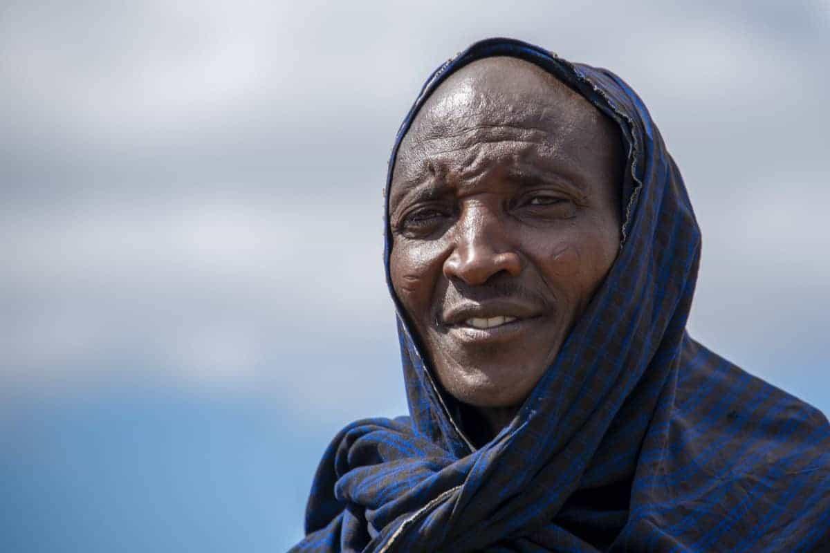 Fotoreis Tanzania Masai Man met blauw doek