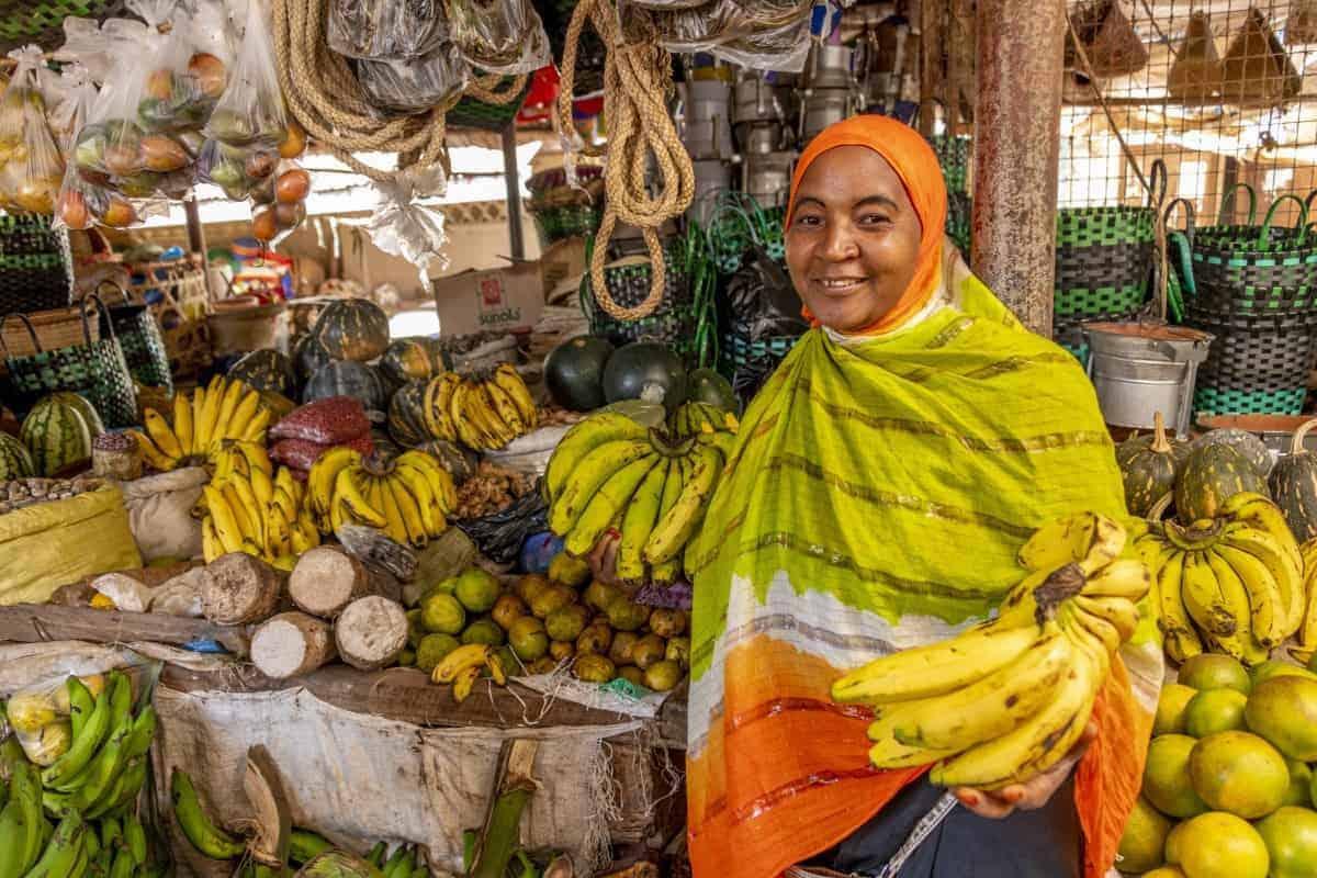 Fotoreis Tanzania - Vrouwtje met bananen