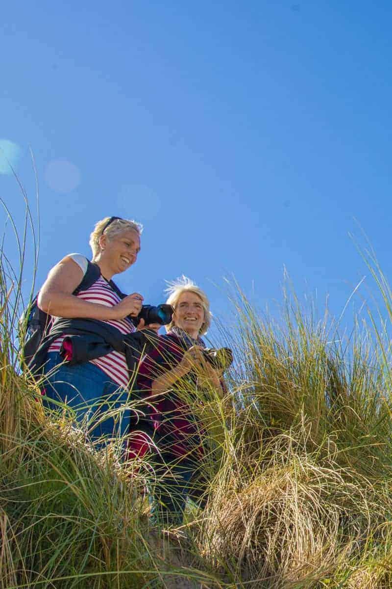 Fotoweekend Ameland - Twee deelnemers in de duinen