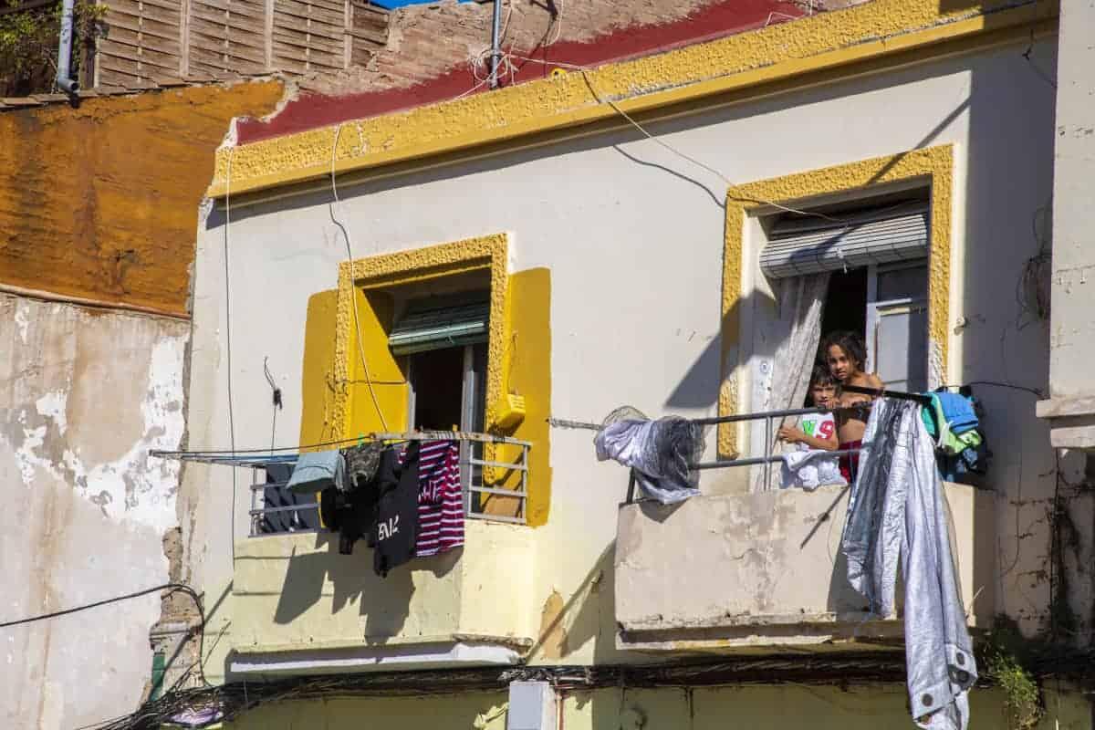 Fotoreizen Valencia - Kinderen op een balkon