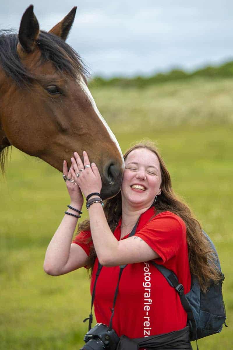 Marion met paard tijdens Fotoweekend Ameland.