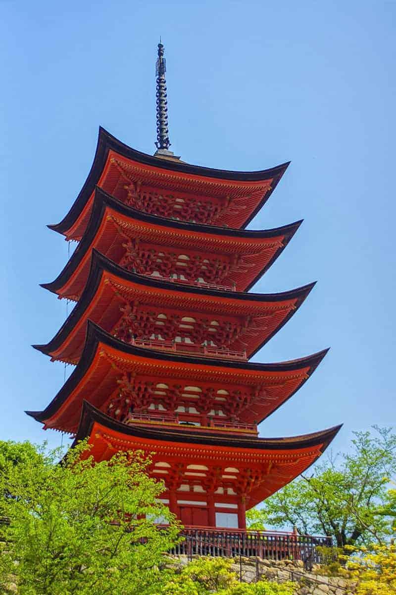 Miyajima oranje gebouw