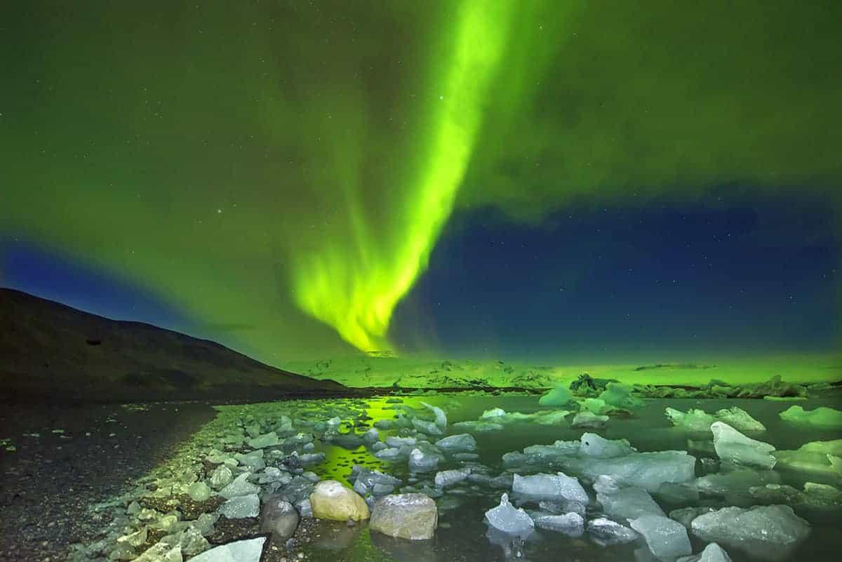 Noorderlicht boven ijsschotsenmeer Jokulsarlon IJsland