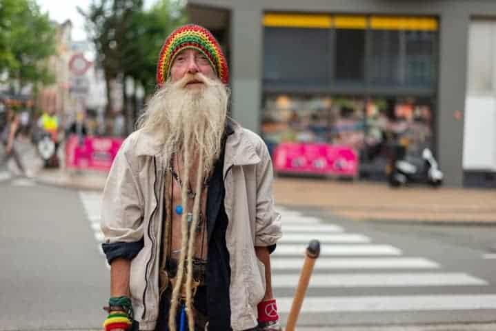 Zwerver wil graag op de foto tijdens straatfotografie Groningen