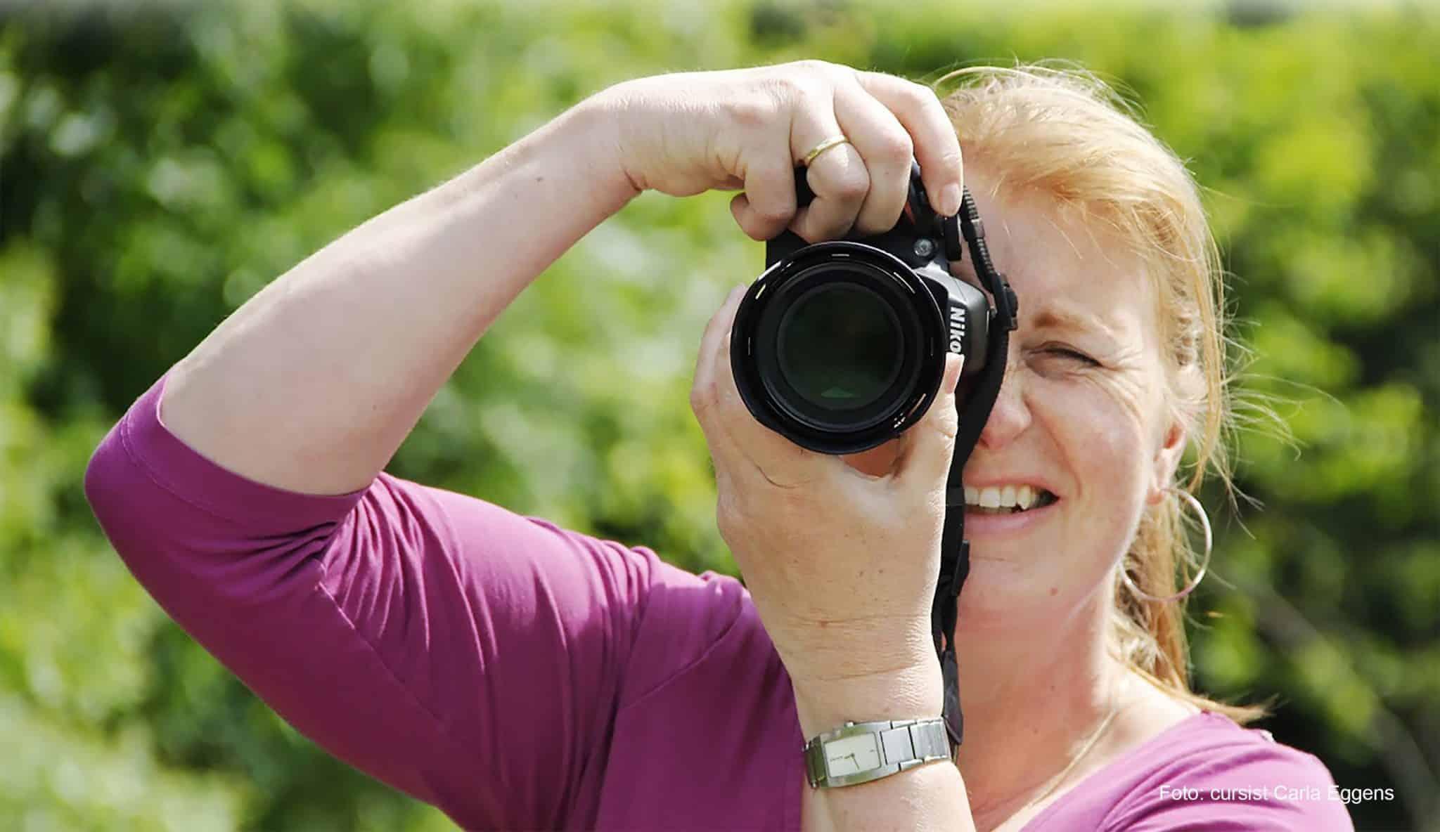 Deelnemer fotografeert tijdens het fotoweekend Ameland | Fotografie-reizen - Fotoreizen