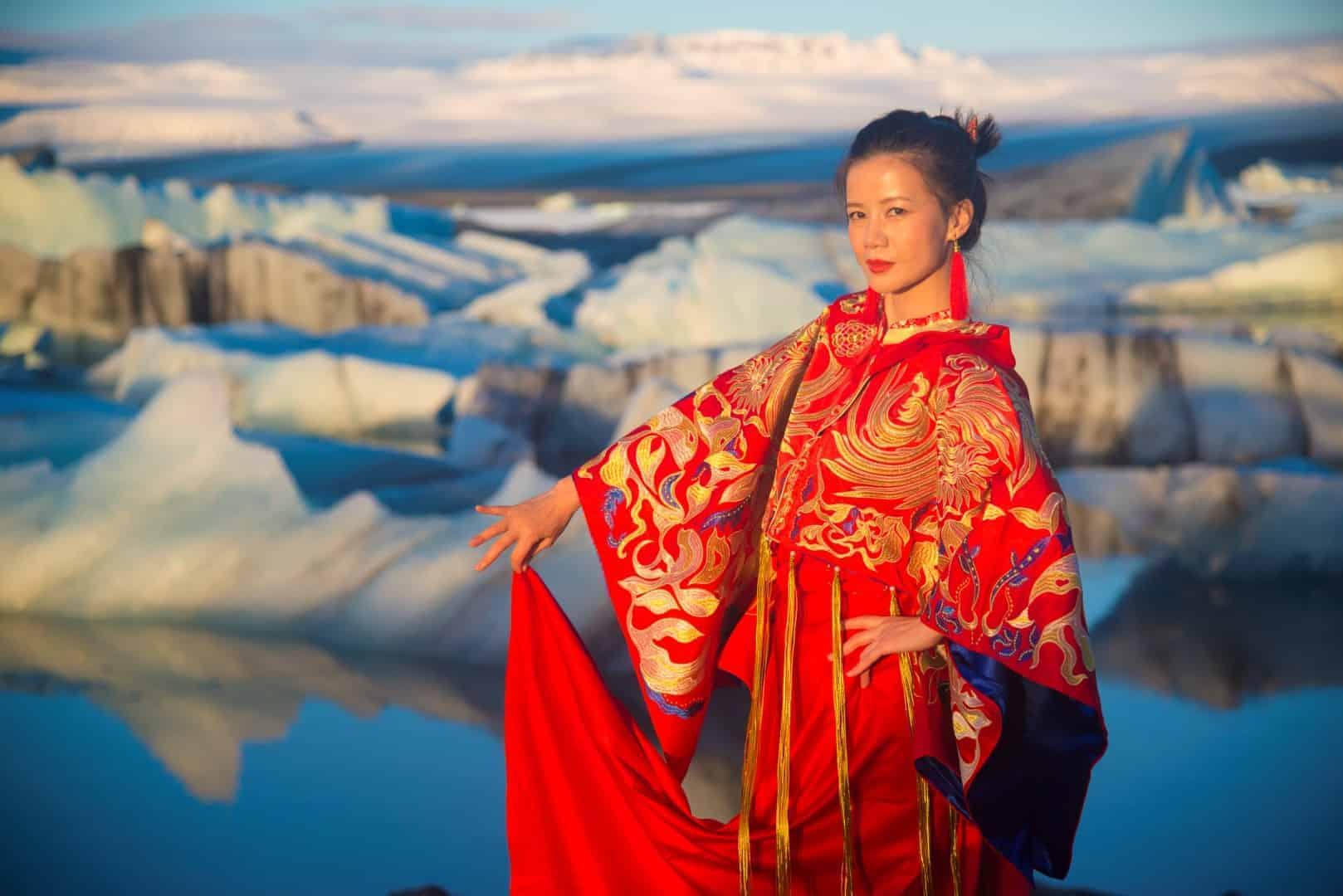 japanse dame voor ijsschotsenmeer Joekulsarlon | Fotografie-reizen - Fotoreizen